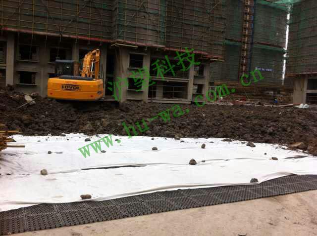 地下车库顶部排水板覆土